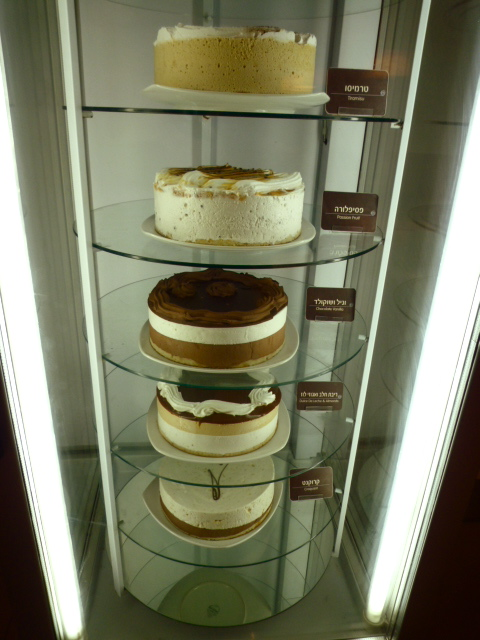 Tel-Aviv: cakes