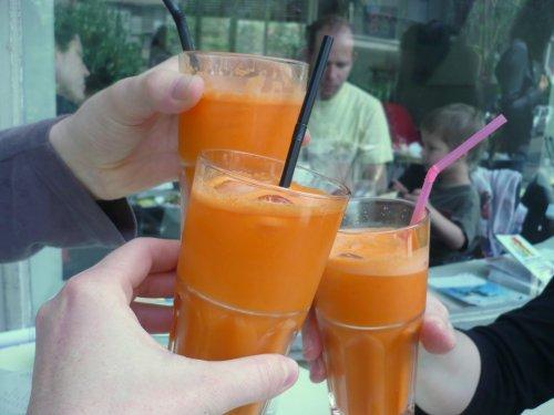 Tel-Aviv: fresh carrot-apple juice