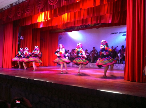 colors, sounds, jumps at the traditional dance show