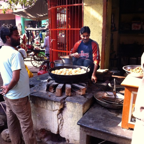 Best samosa we had, was in this tiny corner of Nawalgarh baazar, Hot, spicy, and fresh