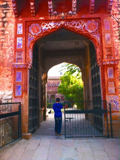 grand entrance to Chandelao Garh
